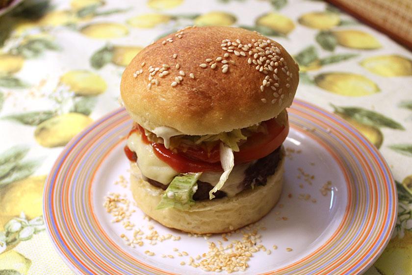 Pão de hambúrguer com recheio