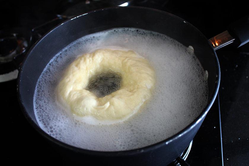Receita de Bagel - Cozinhando na água