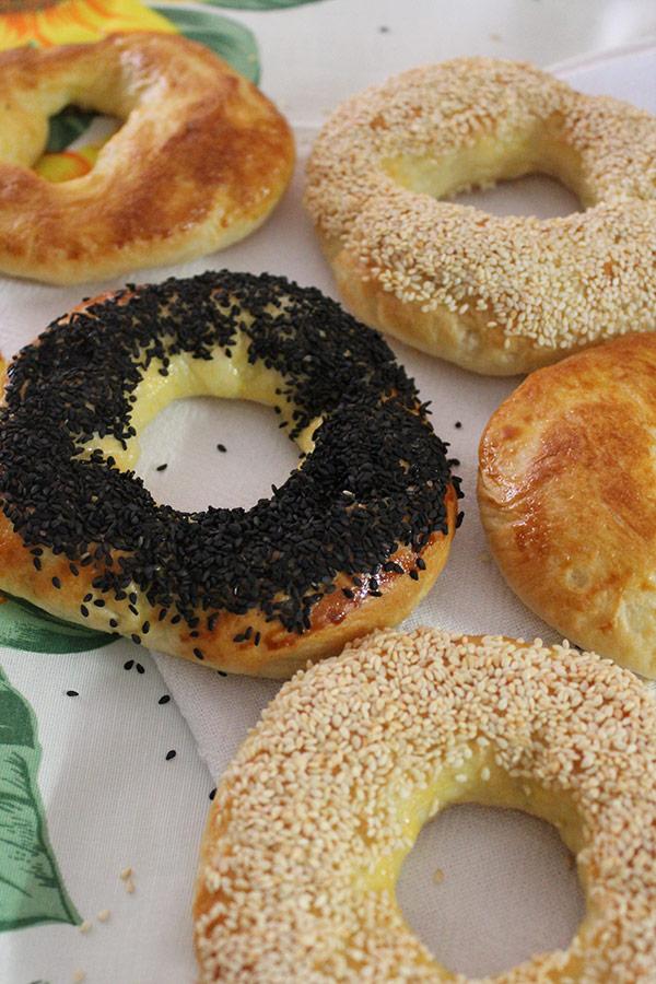 Receita de Bagel - Puro, com gergelim branco e com gergelim preto