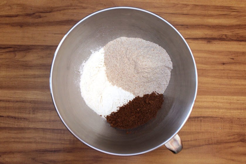 Pão Australiano: farinha branca, farinha integral e cacau em pó