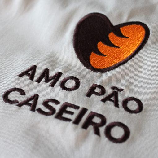 Avental Amo Pão Caseiro - Detalhe do bordado
