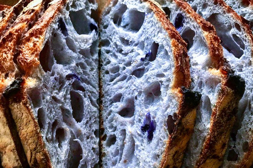 Pão Azul em fatias